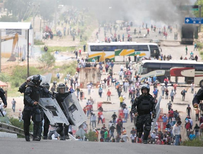 Oaxaca teacher protest _ 6_jpg