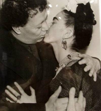 Frida & Diego kiss_400